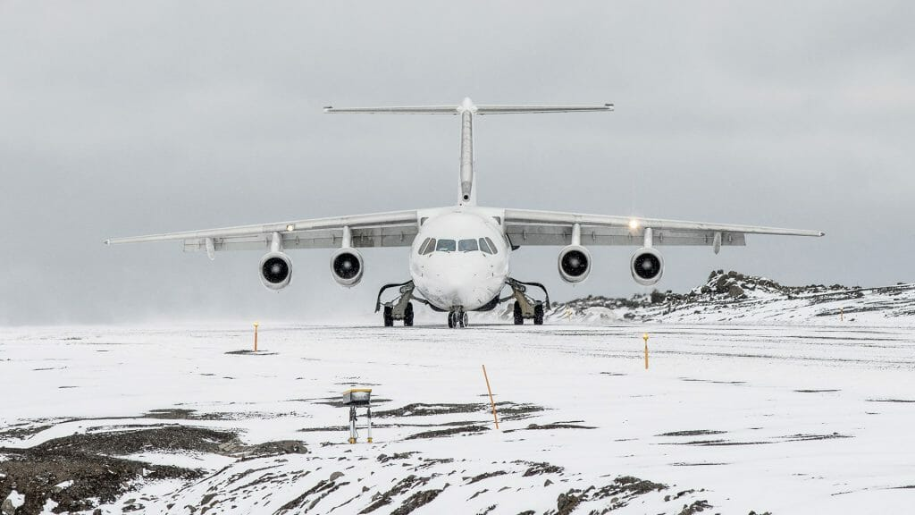 Flight landing on South Shetland Islands