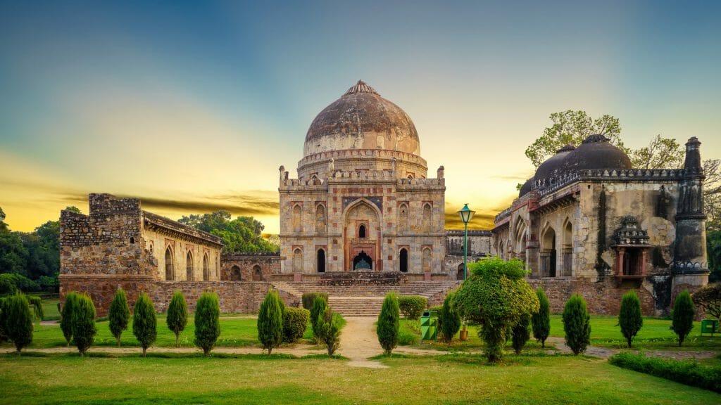 Bara Gumbad, Delhi, India