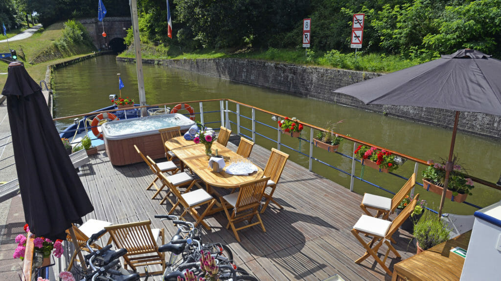 Panache Hotel Barge, Sun Deck & Spa Pool, Krafft, France