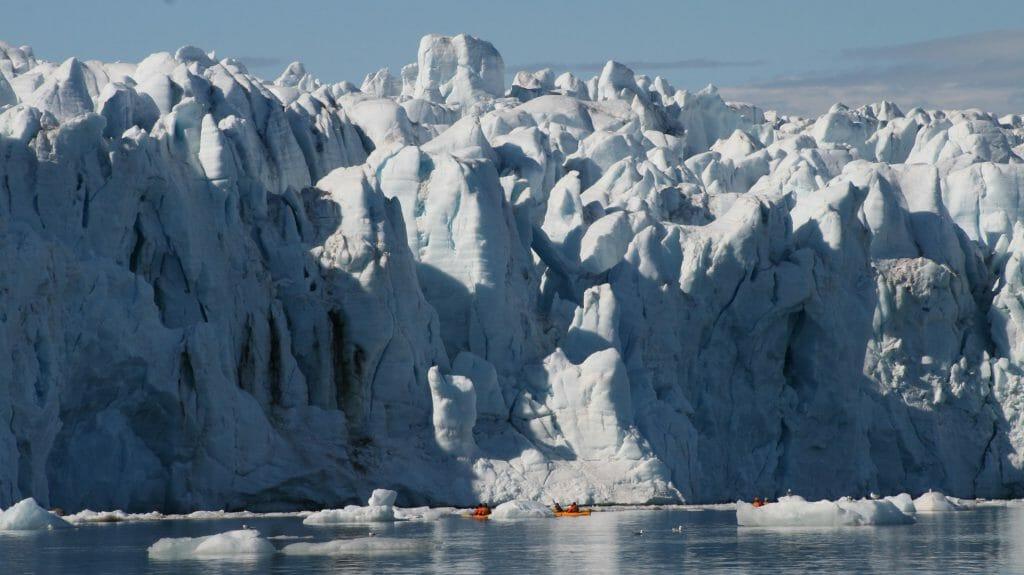 Kayakers next to glacier, Spitsbergen