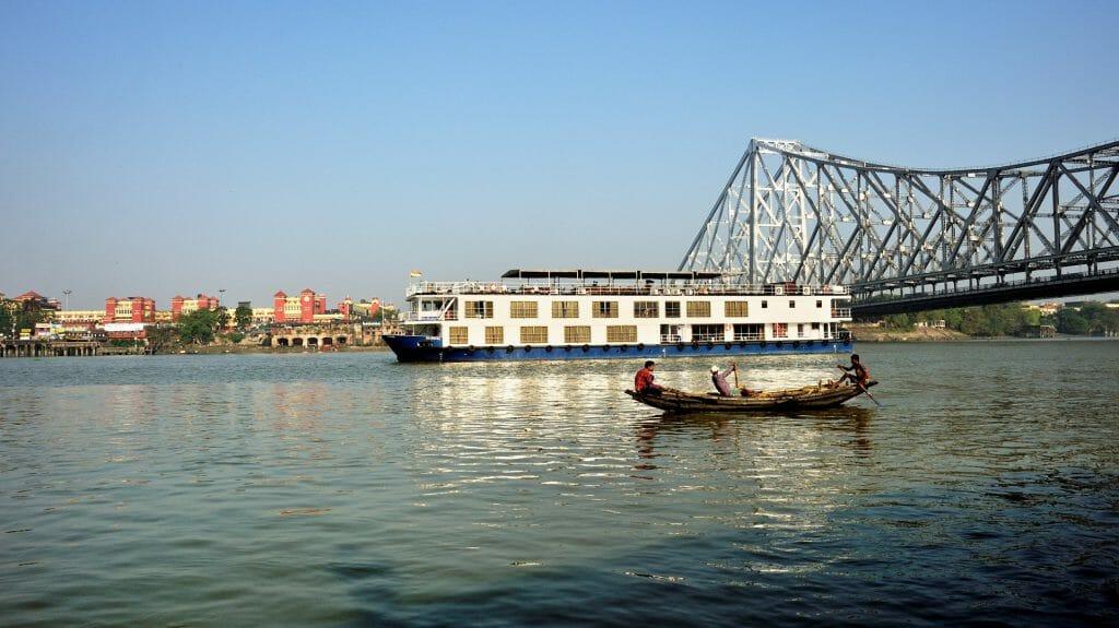 Rajmahal under the bridge, Calcutta, India